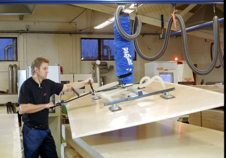 Podnośnik próżniowy do załadunku obrabiarek CNC do drewna